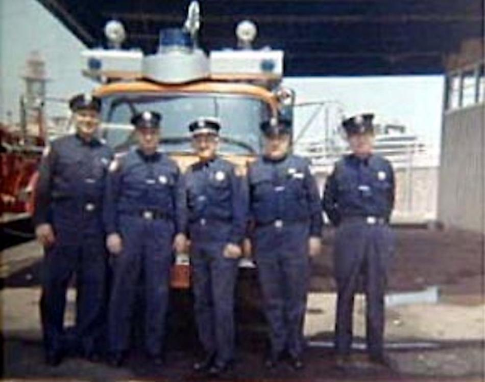 Fire_Department_Engine_2a.jpg