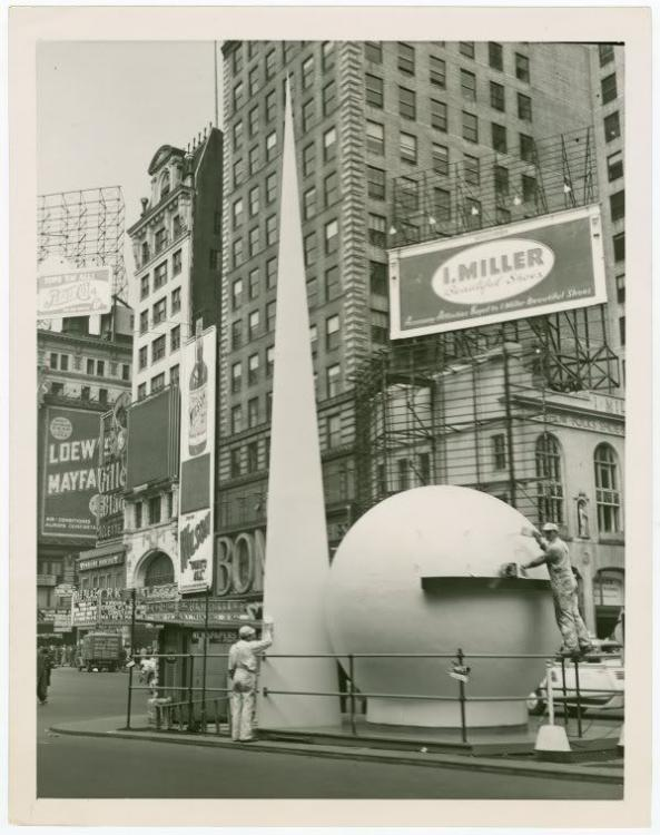 701df60f2d5527c3be45e508a92c4f48--worlds-fair-times-square[1].jpg